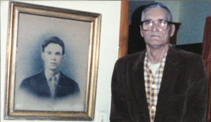 Gordon Bryant with his fathers picture